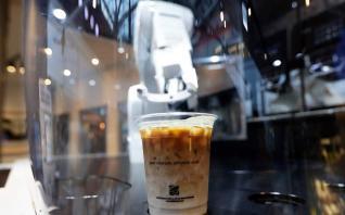 300 καφέδες την ημέρα από ρομπότ-μπαρίστα στα καφενεία της Σεούλ
