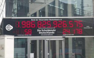 Το «ρολόι χρέους» της Γερμανίας ξαναγυρίζει πίσω στο μακρινό 1995