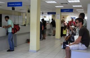 Spiegel: Η χαλάρωση της εργατικής νομοθεσίας κατέστρεψε τους νέους στην Ελλάδα