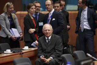 Μπρος Σόιμπλε και πίσω Τόμσεν για το χρέος