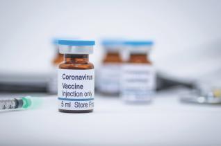 Κορωνοϊός: Η AstraZeneca σταματά την έρευνα για το εμβόλιο – Ασθενής εμφάνισε ανεπιθύμητη αντίδραση