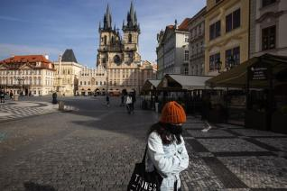 Czechs Approve Tax Cut Touted by Premier as 'Helicopter Money'