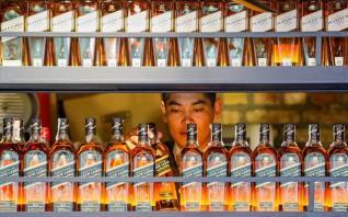Diageo: O κοροναϊός θα «φάει» έως και 422 εκατ. δολ. από τις πωλήσεις της