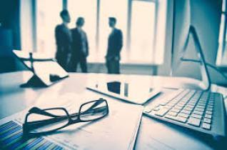 Στα χαρτιά δύο νόμοι για ταχύτερη αδειοδότηση των επιχειρήσεων