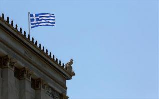 Bloomberg: H πολιτική στην Ελλάδα επιστρέφει και θα κρίνει το οικονομικό μοντέλο των επόμενων ετών