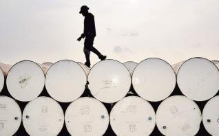 «Βουτιά» 7,1%, στα 55,69 δολάρια, για το πετρέλαιο τύπου Brent