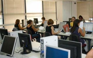 Νέοι εργαζόμενοι, γυναίκες οι χαμένοι στην αγορά εργασίας της κρίσης