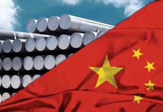 Η Κίνα εκτόξευσε το αλουμίνιο, η Κίνα προσπαθεί να το προσγειώσει