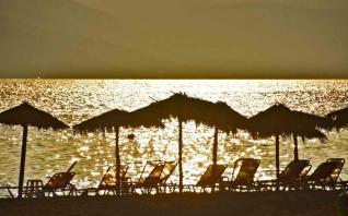 Guardian: Η Ελλάδα θέλει να κεφαλαιοποιήσει την πετυχημένη διαχείριση της πανδημίας