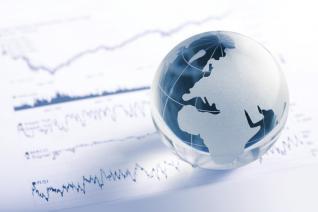 Η διεθνής οικονομία εξακολουθεί να αναπτύσσεται ομαλά