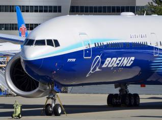 Η Boeing κινδυνεύει να χάσει το στέμμα της