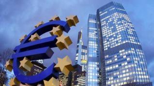 Ράλι τραπεζών, ομολόγων και βουτιά του ευρώ