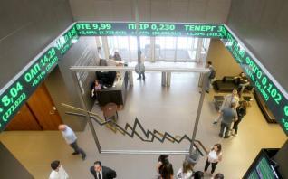 Μειώθηκε η συμμετοχή των ξένων επενδυτών τον Ιούλιο