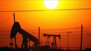 Γιατί καταρρέουν οι τιμές του πετρελαίου;